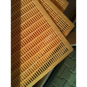 Gratie Haneman plastic – pentru stup vertical 12 rame